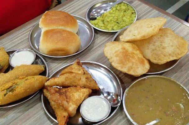 goa-food-itsgoa-breakfast-puribhaji-monsoon